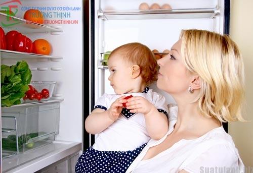 Lợi hay hại khi nuôi con bằng thức ăn trong tủ lạnh